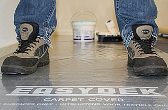 Bei Umzug oder Renovierungen den Teppichboden mit Carpet Cover Schutzfolie schützen