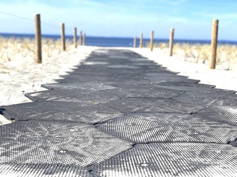 Auch der Transport der Strandkörbe von der Promenade zum Strand wird durch die neuen Strandzugänge erheblich unterstützt.