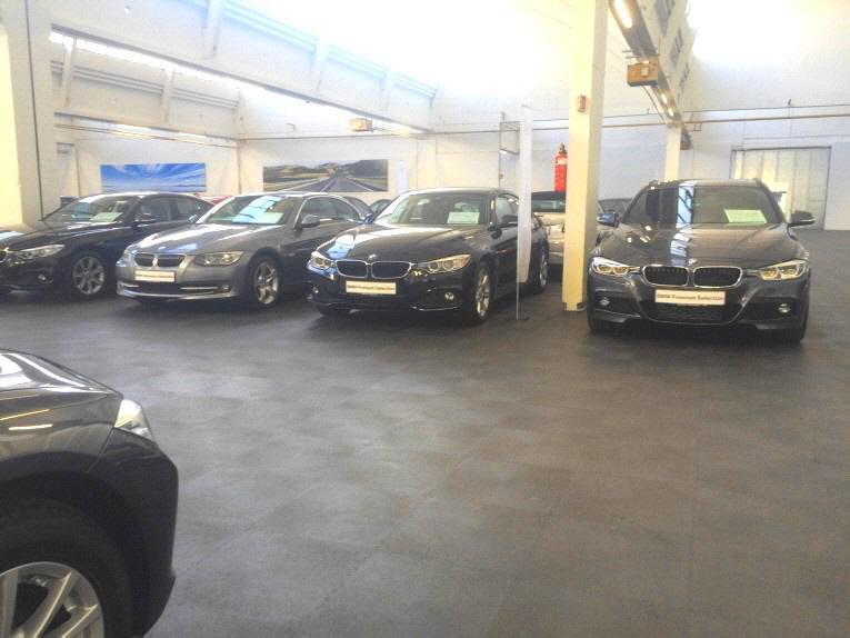 Neuer PVC-Bodenbelag für die Fahrzeughalle für Kraftfahrzeuge der Bayrischen Motorenwerke